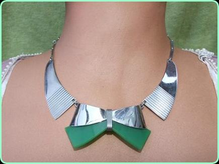 Art DEco Necklace Green Bengel Bow